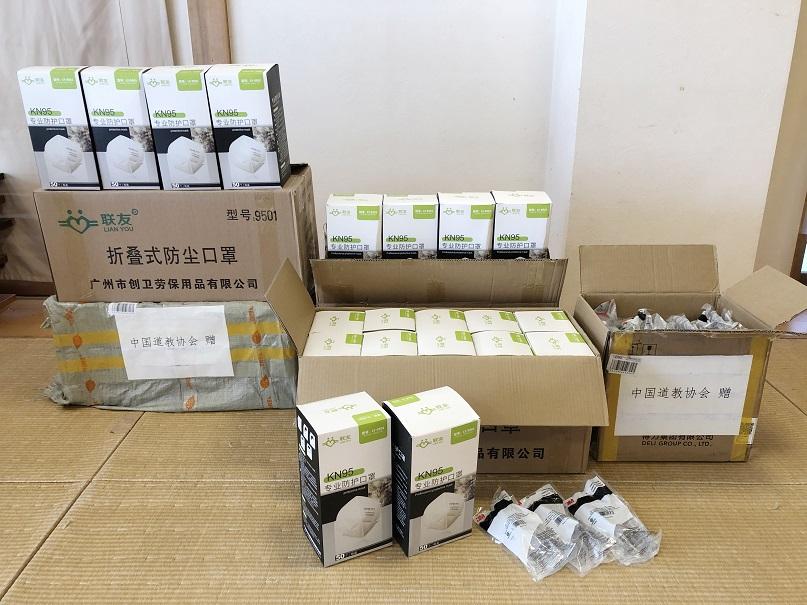 中国道教協会より届いた支援物資(KN95の医療用マスク 5,000枚、ゴーグル67個)